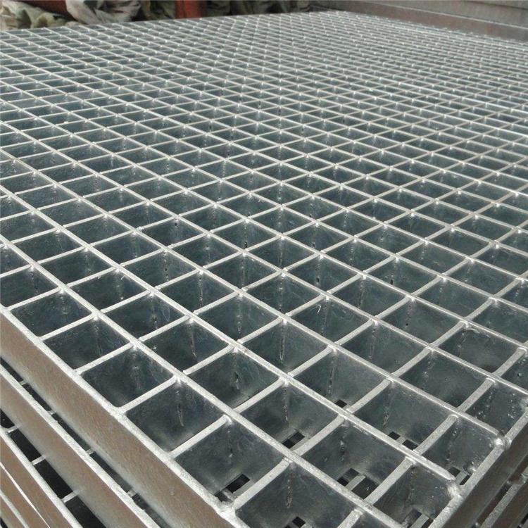 鋼格板✌鋼格板根據用途材質不同也可以叫做平臺鋼格板、電廠平臺鋼格板,熱鍍鋅鋼格板平臺。近年來它們廣泛用于各種工業領域,并且它們具有很強的表面性。電阻,特別是當