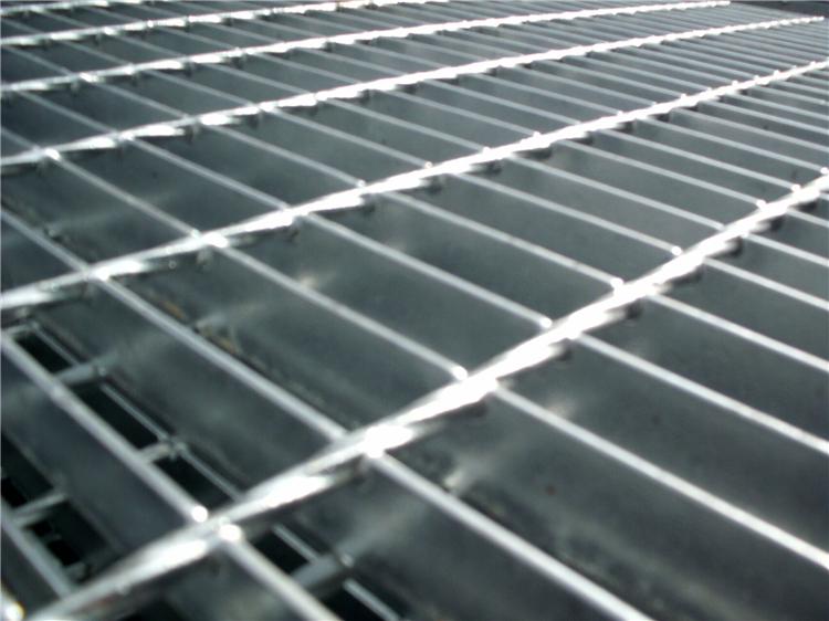漳州賀經理再次在我廠訂購平臺鋼格板400塊