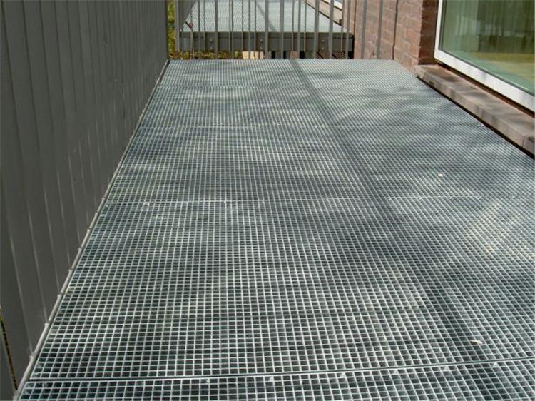 鶴崗的瞿總您在我公司訂購的熱鋼格板、鋼格板發貨通知