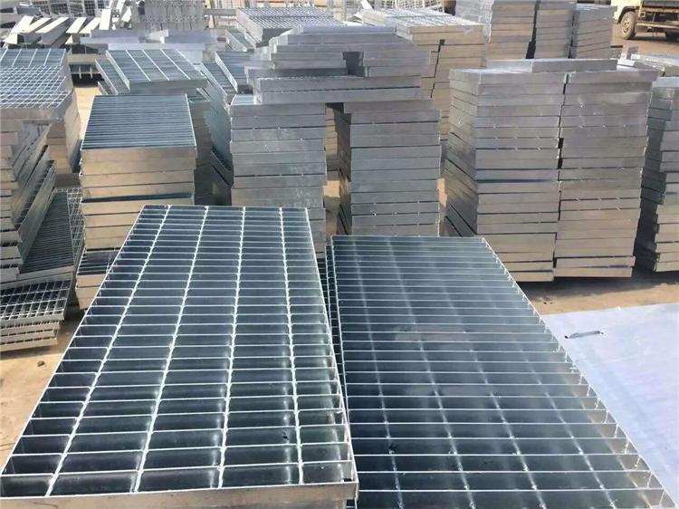 如何確定現澆梁式樓梯平臺鋼格板板厚