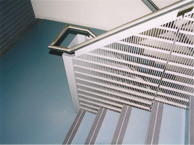 烏海問經理再次從我廠訂購熱鋼格板產品