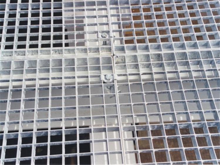 順德的張經理訂購的400塊異形鋼格板今天發貨了!