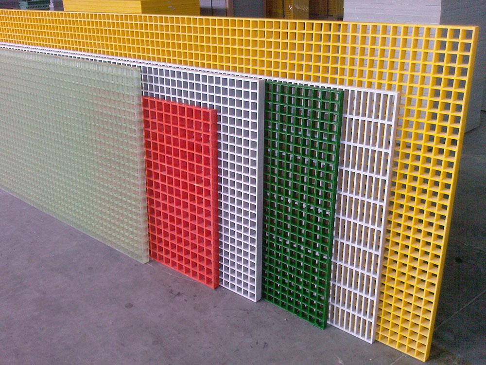 玻璃鋼格柵?鐵篦子玻璃鋼格柵是鋼格板一材質的一種叫,他的主要是材質玻璃鋼,所以稱作為玻璃鋼格柵。玻璃鋼格柵也稱為FRP(FRP)網格又稱FRP格柵,是一種具有多個空間的板