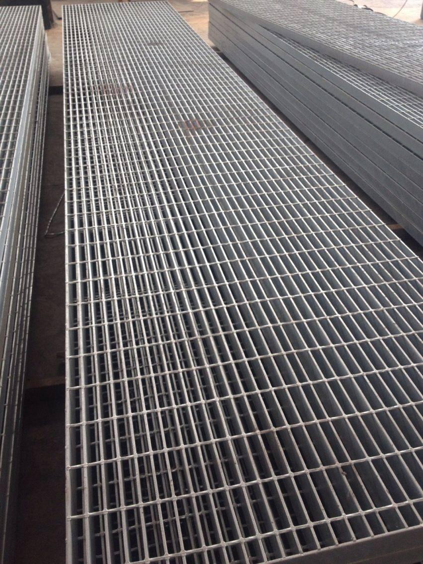 不銹鋼排水溝蓋哪里有賣?不銹鋼排水溝蓋哪里有賣構件脫脂、酸洗、淋溶、干燥后浸入熔融鋅浴一定時間,即可提升。也稱為電鍍鋅冷鍍鋅,工件通過電解裝置脫脂,酸()成分被洗滌成鋅鹽溶液,