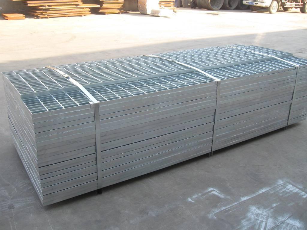 定做玻璃鋼格柵?定做玻璃鋼格柵易于維護。鋼格柵應用:廣泛應用于化工、電廠、水廠、污水處理廠、市政工程、環境工程等領域的石油平臺。人行道、棧橋溝蓋、蓋子、梯子、圍欄、護