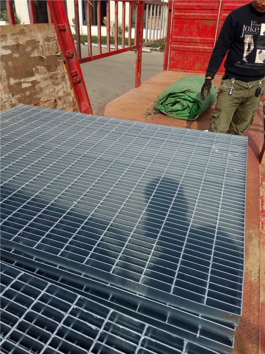 常州鋼格板廠?常州鋼格板廠定性排水蓋。除了普通的熱浸鋅槽蓋之外,其他材料也可以提供不銹鋼、黃銅、機加工槽蓋,覆蓋窗板。排水罩產品特點:產品表面采用熱浸鍍鋅表面處理,
