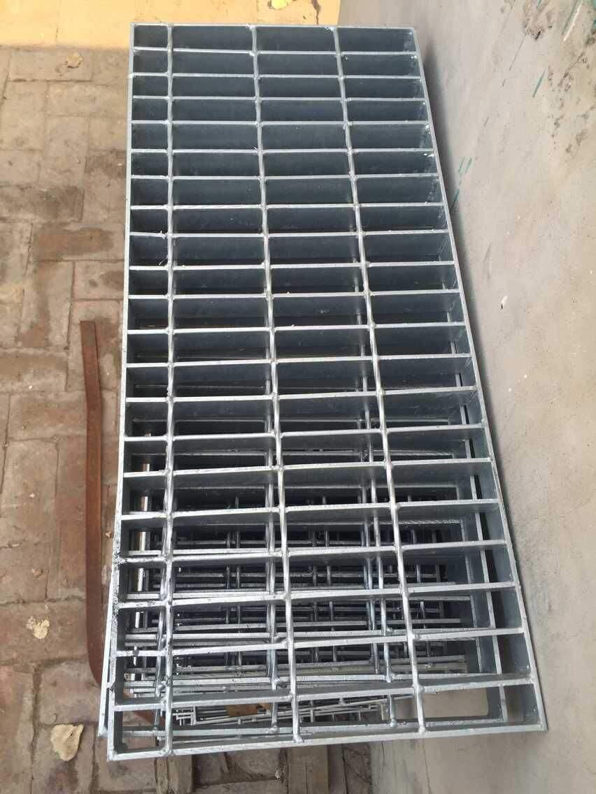 水溝蓋板圖集凝膠以前用完了。所以玻璃鋼格柵必須有缺點,熱浸鍍鋅鋼格柵的所有缺點都要防止,加工方便,方便,比玻璃鋼格柵能更準確地保證產品質量,大大縮短了