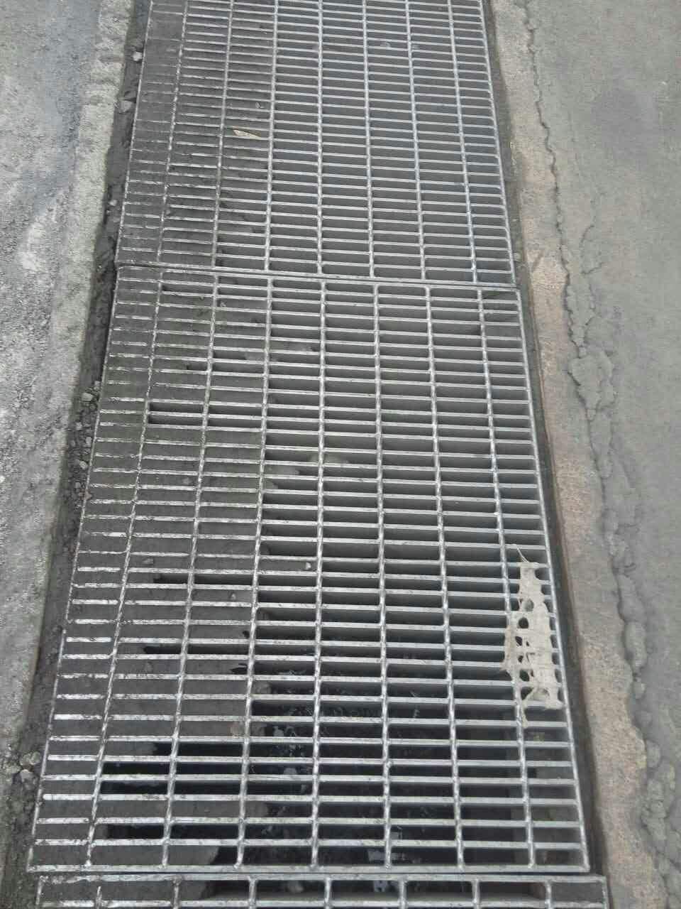 """黃島哪有賣排水溝篦子?黃島哪有賣排水溝篦子網格"""">決定因素鍍鋅鋼網格板價格:高厚度、板、網、表面處理是冷鍍鋅還是熱浸鍍鋅的幾個決定因素。鍍鋅鋼格板的特點:高強度、輕質結構。極"""