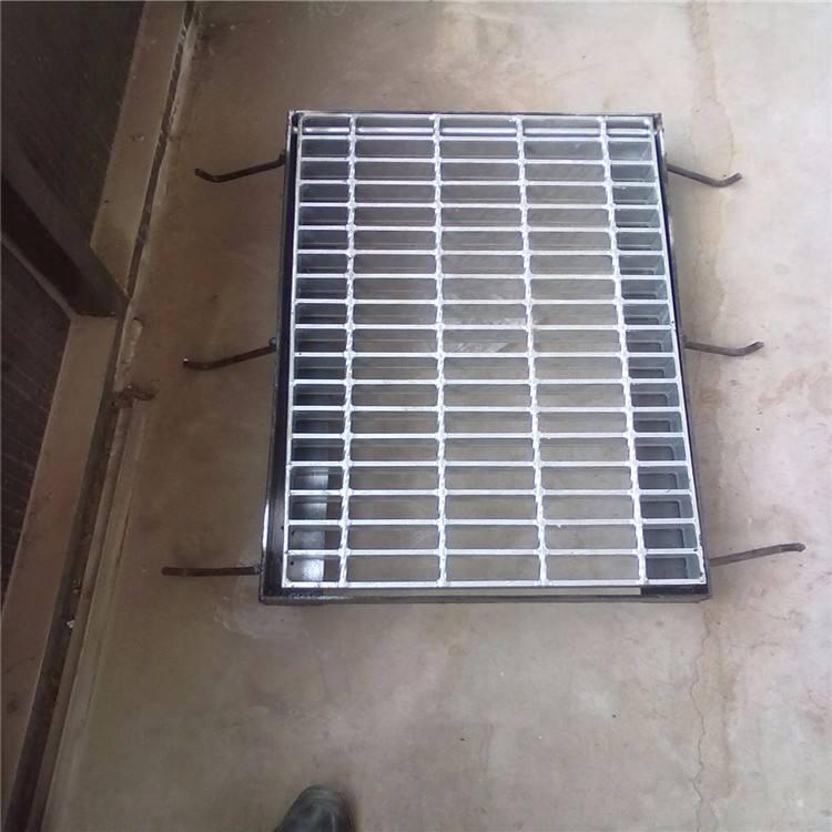 混凝土蓋板網格平臺廠家供應環衛工程一米平臺鋼格板規格多少錢:平板鋼格板間距是行業中最通用的品種。用于對表面具有最強沖擊力的光柵系列。平鋼格板節距是最經