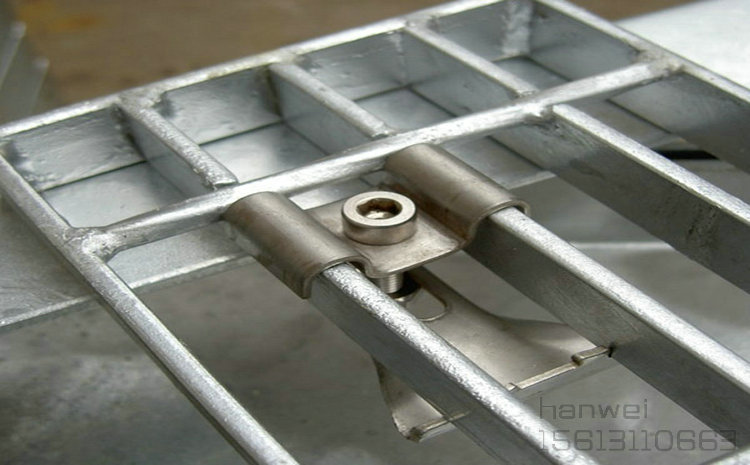 C型钢格板安装夹